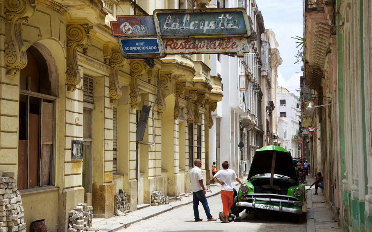<p>Havana street scene.</p>