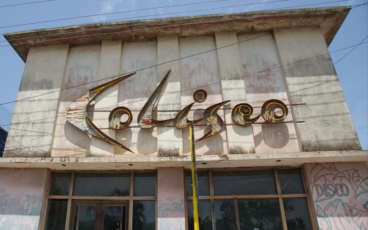 <p>Abandoned disco building near Cardenas.</p>
