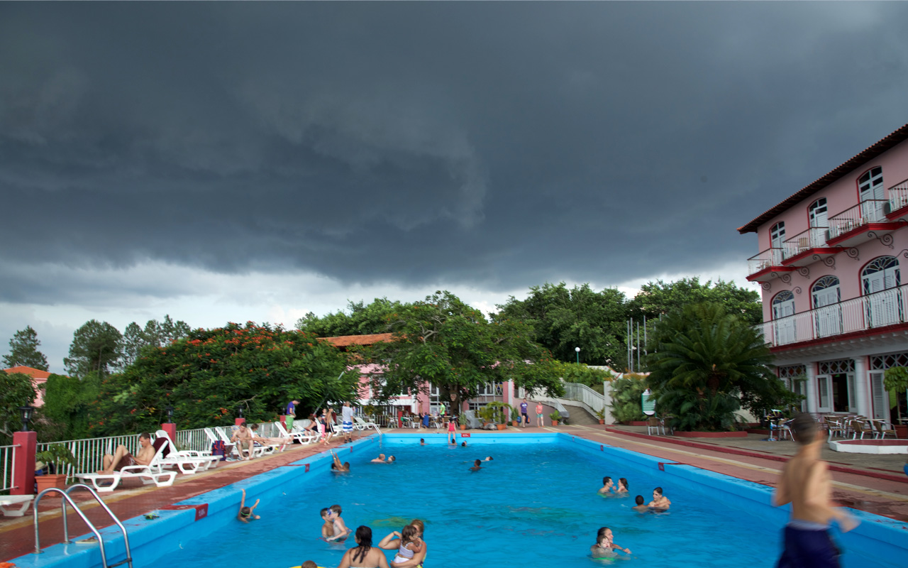 <p>Diabolical afternoon storm rolling in over a hotel pool in Vinales.</p>