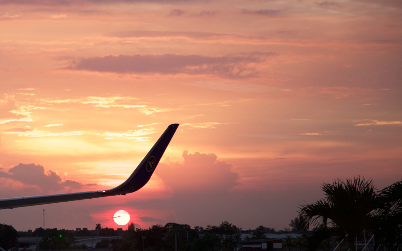 <p>One final Cuban sunset to farewell us.</p>